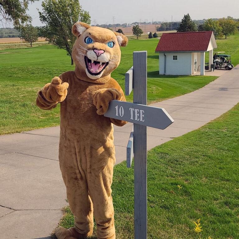 Freddie at the Golf tee sign